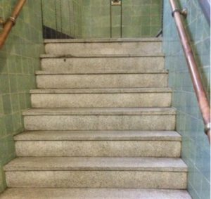 Dieptereiniging trappenhuis