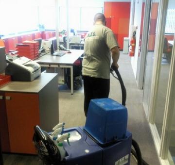 tapijtreiniging-ATS-Schoonmaak-in-actie